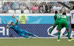 Thủ môn già nhất lịch sử World Cup cứu thua trên chấm phạt đền