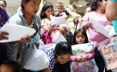 Trục xuất ngay lập tức người nhập cư lậu: Đâu là giá trị của nước Mỹ?