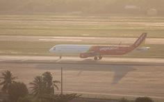 Máy bay đi TP.HCM hạ cánh khẩn cấp ở Đà Nẵng cứu hành khách khó thở