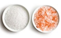 Muối hồng Himalaya có tốt hơn muối ăn thông thường?