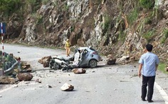 Tai nạn hi hữu: Đá lăn đè nát ôtô, một người tử vong