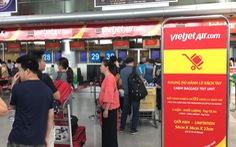 Hành khách ném điện thoại vào mặt nữ nhân viên hàng không