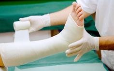 Hướng dẫn chăm sóc trẻ bó bột tại nhà