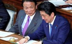 Bộ trưởng Nhật trả lại 1 năm lương vì bê bối