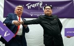 Gặp gỡ 'bản sao' của ông Kim Jong Un tại Singapore