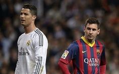 Thế giới xẻ nửa trong ngày Messi 'gọi' Ronaldo về nước