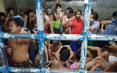 Ở Philippines, ngồi hóng mát có khi cũng bị hốt về đồn cảnh sát