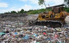 Rác 'ngập' TP Quảng Ngãi, tỉnh hỏa tốc đưa rác vượt 40km xử lý