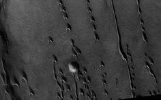 Những 'đụn cát ma quái' trên sao Hỏa tiết lộ gì về sự sống?