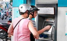 Tăng phí ATM, chủ trương tận thu của các ngân hàng lớn?