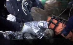 Công bố hình ảnh cứu đội bóng Thái Lan bên trong hang Tham Luang