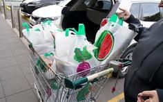 Úc cấm túi nilông: khách hàng tức giận ở siêu thị