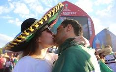 Muốn được hôn, cứ dắt người yêu đi xem World Cup