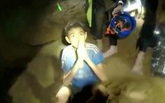 Đội bóng Lợn Hoang vào hang để sinh nhật một thành viên