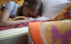 Trẻ em không nên sử dụng thiết bị điện tử trong 3 giờ trước khi ngủ