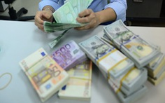 Cuối tuần, giá USD tự do tăng không ngừng, lên 23.230 đồng/USD