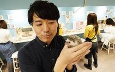 Thiếu tiền, ngày càng nhiều người Nhật tìm thêm việc phụ