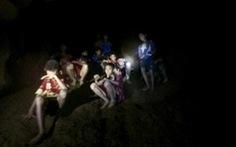 Giải cứu đội bóng Thái: Rất cần những lời động viên tiếp tục
