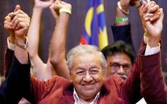 Mahathir Mohamad, toàn tháp đôi và 'con hổ châu Á'
