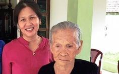 Mẹ con trùng phùng sau 45 năm thất lạc
