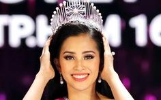 Hoa hậu Trần Tiểu Vy: Cha mẹ là tấm gương giúp tôi sống chân thành