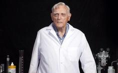 Tiến sĩ 96 tuổi phát triển công nghệ mới giúp sạc pin siêu nhanh