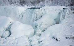 Video thác nước đẹp nhất thế giới bị đông cứng
