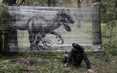Vẽ khủng long như thật trên màng nhựa trong suốt