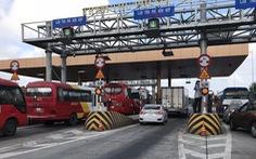 Tài xế dừng xe phản đối trạm thu phí Sóc Trăng