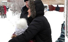 Các em học trò Nga bị đâm khi bảo vệ cô giáo