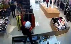 Video clip cặp đôi đi SH trộm Iphone chia sẻ mạnh ngày 22-1