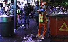 Ông Đoàn Ngọc Hải đề nghị tăng ca quét rác ở đường Nguyễn Huệ