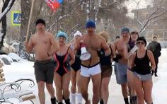 Người Nga làm đủ trò giữa băng giá -60 độ C