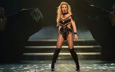 Ùn ùn mua vé xem Britney Spears, fan làm sập mạng Brighton Pride