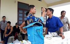 Đảo Song Tử Tây: khám, chữa bệnh cho ngư dân trong mùa mưa bão