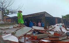 Triều cường đánh sập nhà dân ở Phú Yên