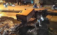 Xe bồn kéo đổ 4 cột điện, 3 người bị thương