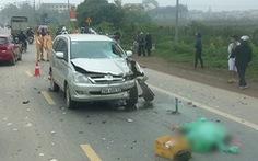 Xe Innova  7 chỗ lấn làn đâm hai người chạy xe máy chết tại chỗ
