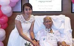 Một chuyện tình đẹp làm dân Singapore rơi lệ
