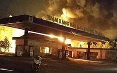 Đồng Nai: Trạm xăng dầu bốc cháy dữ dội trong đêm