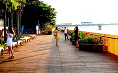 Cầu gỗ lim đi bộ trên sông Hương, vì sao gây 'bão'?