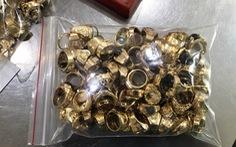 Hai đối tượng bán hơn 200 lượng vàng tây không rõ nguồn gốc