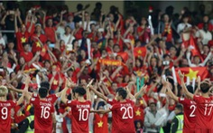 Clip cảm xúc vỡ òa của các tuyển thủ Việt Nam khi xem trận Lebanon - Triều Tiên
