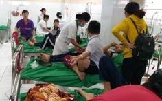 Sau tiệc tất niên, hàng chục học sinh tiểu học nhập viện