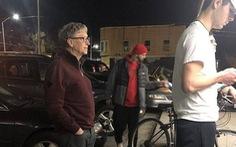 Mạng sốt với ảnh tỉ phú Bill Gates xếp hàng mua thức ăn nhanh 7,68 USD
