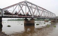 Sau Tết nguyên đán mới tiến hành tháo dỡ cầu sắt Phú Long