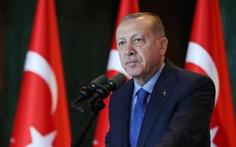 Choáng với bầu cử Thổ Nhĩ Kỳ: hơn 1.100 cử tri trong một hộ
