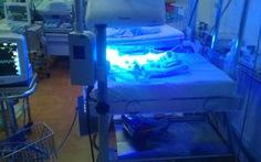 Cứu sống bé sơ sinh chỉ nặng 1,2kg bị bỏ rơi trong giá rét