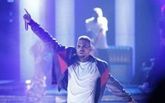 Ca sĩ Chris Brown bị bắt vì nghi hiếp dâm