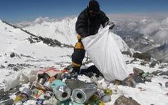 Cắt giảm người leo núi Everest để dọn rác